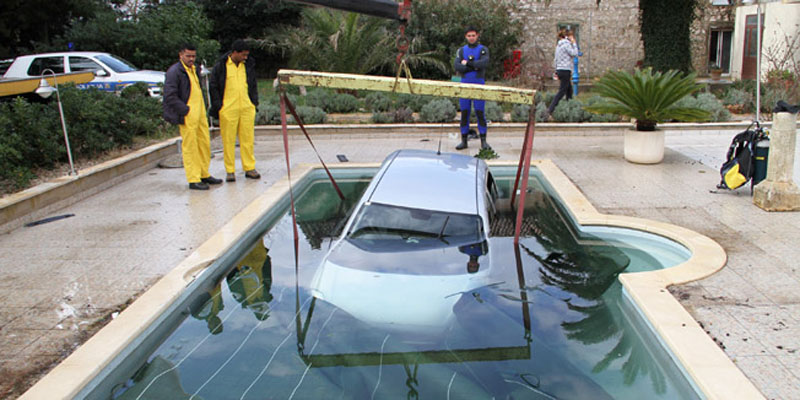 Funny Accident - Car in the Pool